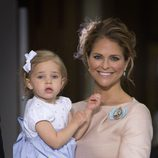 Magdalena de Suecia con su hija Leonor en el bautizo de Oscar de Suecia
