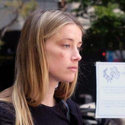 Amber Heard en la salida de los juzgados de Los Ángeles