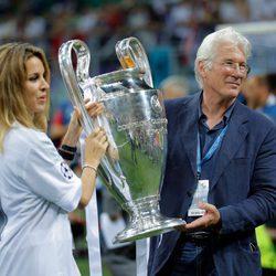 Richard Gere y Alejandra Silva en la final de la Champions League 2016