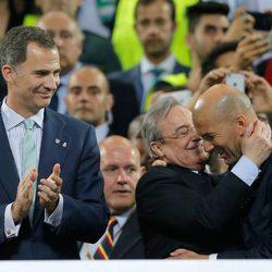 El Rey Felipe VI, Florentino Pérez y Zinedine Zidane en la final de la Champions League 2016