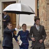 Alejandro Santo Domingo acompañado por su madre en su boda con Charlotte Wellesley