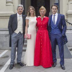 Josema Yuste junto a su mujer y sus hijos en la boda de su hijo Alejandro