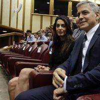 George Clooney y su mujer en una reunión de Scholas Occurrentes en Roma