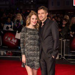 Topher Grace y Ashley Hinshaw en el estreno de 'Truth' en Londres