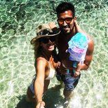 Tamara Gorro, Ezequiel Garay y Shaila durante sus primeras vacaciones en Ibiza