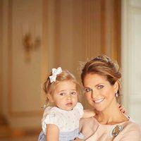 Magdalena de Suecia con su hija Leonor de Suecia en el bautizo de Oscar de Suecia