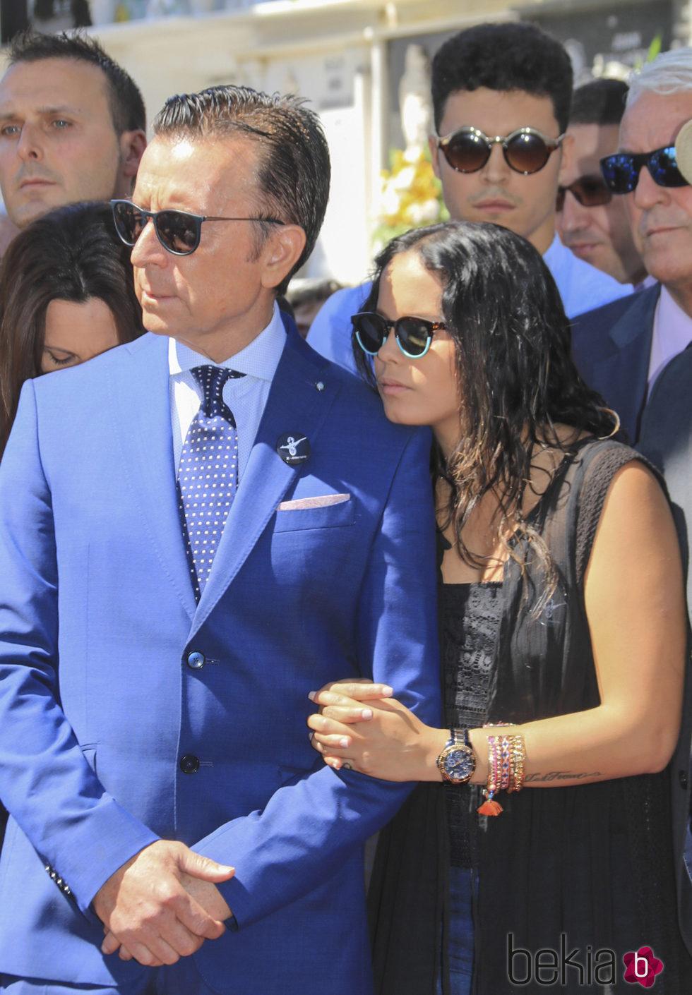 José Ortega Canoy su hija Gloria Camila en el 10 aniversario de la muerte de Rocío Jurado