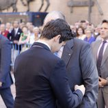 Froilán abraza al Rey Juan Carlos en la corrida de la Beneficencia 2016