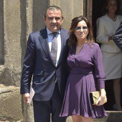 Jaime Martínez Bordiú y Marta Fernández durante la comunión de Eugenia de Borbón en Madrid