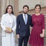 Carmen Martínez Bordiú con Benjamin Rouget y Cynthia Rossi durante la comunión de Eugenia de Borbón en Madrid