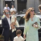 Victor José de Vargas y Maria Beatriz Hernández durante la comunión de Eugenia de Borbón en Madrid