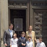 Luis Alfonso de Borbón y Margarita Vargas junto a sus hijos en la comunión de Eugenia de Borbón en Madrid