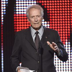 Clint Eastwood presentando en la gala de los Guys Choice 2016