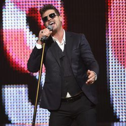 Robin Thicke en la gala de los Guys Choice 2016