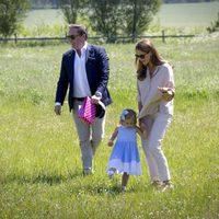 Leonor de Suecia en su primer acto oficial en Gotland con Magdalena de Suecia y Chris O'Neill