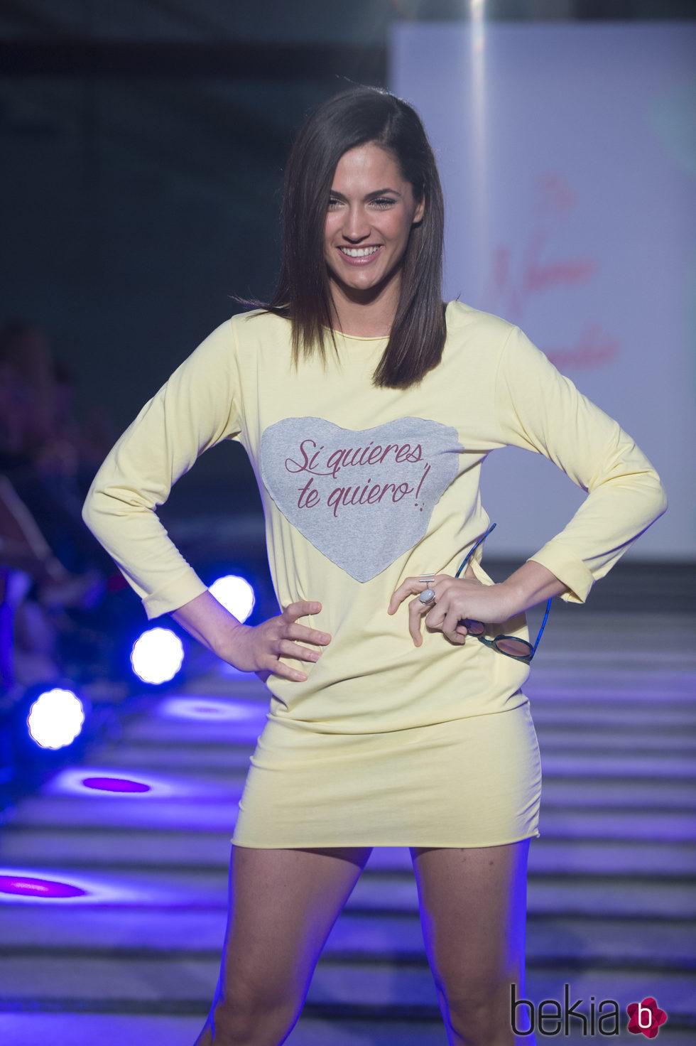 Michelle Calvó desfilando en el segundo aniversario de By Nerea Garmendia