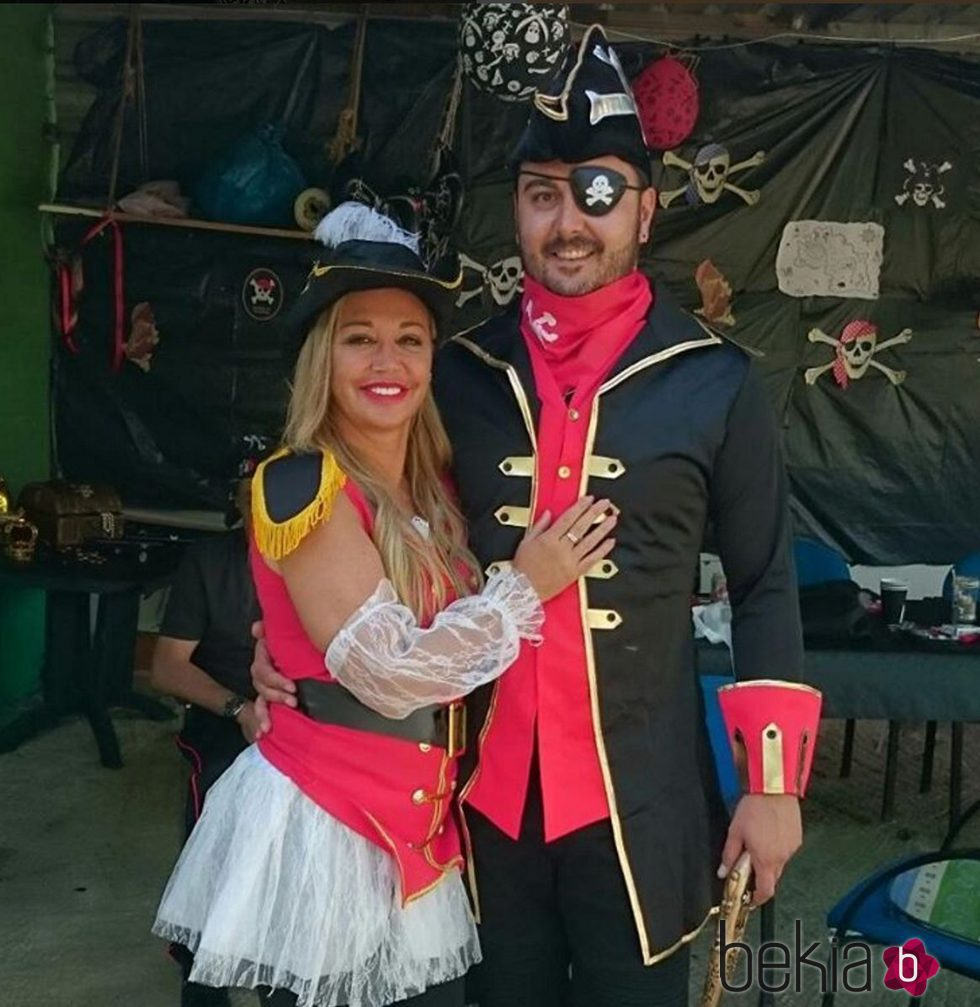 Belén Esteban y Miguel Marcos en una fiesta pirata