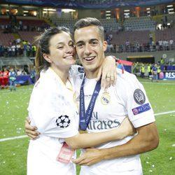 Lucas Vázquez y su novia Macarena Rodríguez celebrando la undécima Champions del Real Madrid