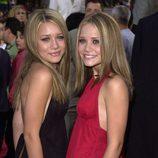Ashley y Mary-Kate Olsen en el estreno de 'Hora punta 2' en 2001