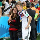 Toni Kroos y su novia Jessica Farber en la final del Mundial de Brasil 2014