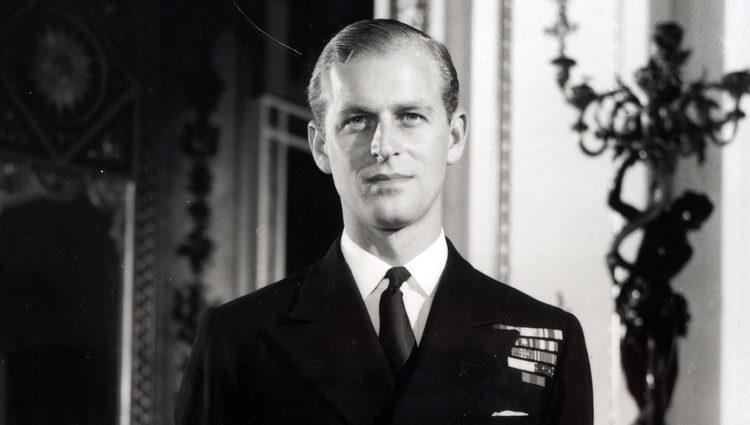 El Duque de Edimburgo vestido con el uniforme naval