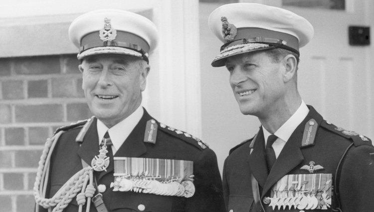 El Duque de Edimburgo con su tío Dickie Mountbatten