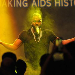Jason Derulo durante su actuación en la Gala amfAR 2016 de Nueva York