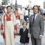 Kalina de Bulgaria y Kitín Muñoz con su hijo Simeón en la presentación de la autobiografía de Siméon de Bulgaria