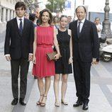 Konstantin de Bulgaria y María García con sus hijos en la presentación de la autobiografía de Siméon de Bulgaria