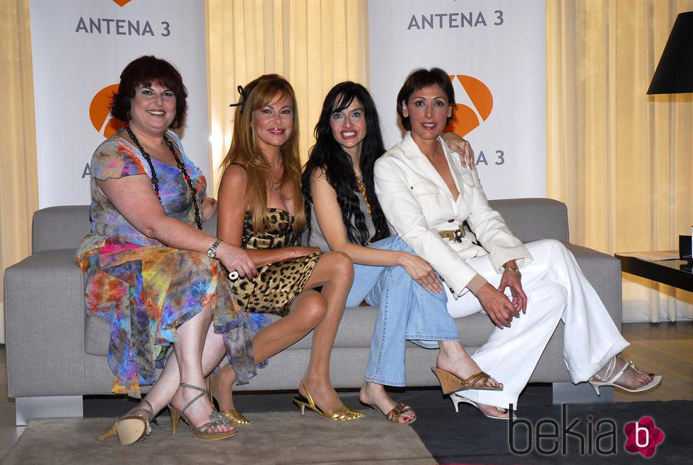 Ana Obregón, María Barranco, Beatriz Rico y Teté Delgado en la presentación de la serie 'Ellas y el sexo débil'
