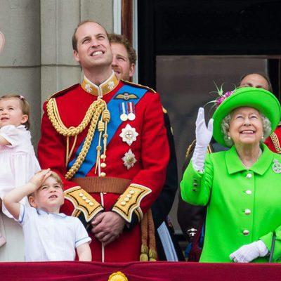 La Reina Isabel, el Duque de Edimburgo, los Duques de Cambridge y los Príncipes Jorge y Carlota en Trooping the Colour 2016