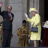 El Duque de Edimburgo y la Reina Isabel II en la misa por los 90 cumpleaños de la Reina Isabel II de Inglaterra