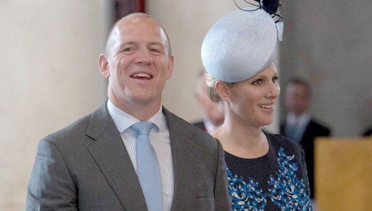 Mike Tindall y Zara Phillips en la misa por los 90 cumpleaños de la Reina Isabel II de Inglaterra