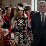 La Princesa Beatriz de York y el Duque Andrés de York en la misa por los 90 cumpleaños de la Reina Isabel II de Inglaterra