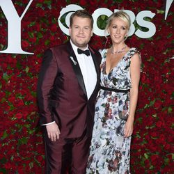 James Corden y Julia Carey en los Premios Tony 2016