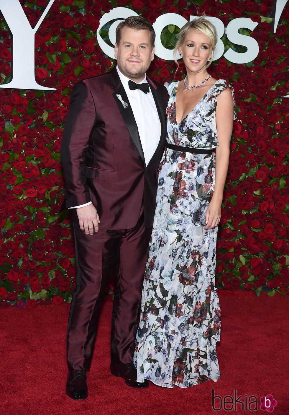 James Corden y Julia Carey en los Premios Tony 2016