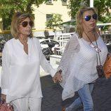 María Teresa Campos llegando al hospital para operarse de la vesícula con Carmen Borrego