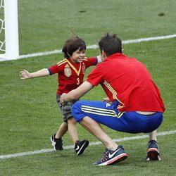Gerard Piqué jugando con Milan tras el primer partido de España en la Eurocopa 2016
