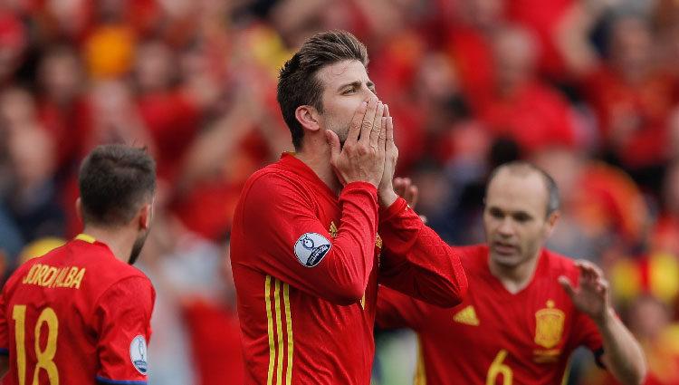 Gerard Piqué lanzando un beso para celebrar su primer gol en la Eurocopa 2016