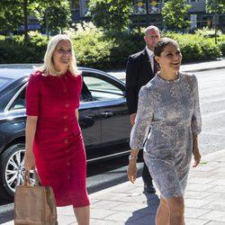 Mette Marit de Noruega y Victoria de Suecia en el Foro de Alimentación de Estocolmo