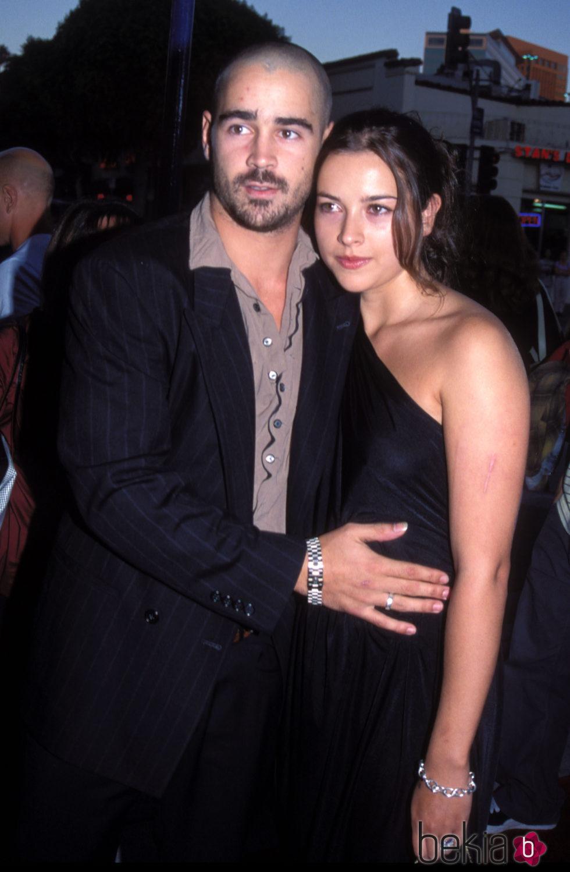 Colin Farrell y Amelia Warner en la premiere de 'American Outlaws'
