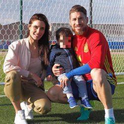 Sergio Ramos recibe la visita de Pilar Rubio y su hijo Sergio en la Eurocopa 2016