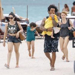 Marcelo con su mujer y sus hijos en una playa de Miami