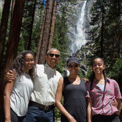 La familia Obama disfrutando del Día del Padre en el bosque de California