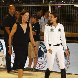 Carolina de Mónaco y Carlota Casiraghi en el concurso de saltos de Monte-Carlo 2016