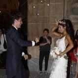 Guillermo Martín y Lidia Reyes bailando a la salida de su boda en Córdoba