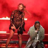 Beyoncé  y Kendrick Lamar durante su actuación en los BET Awards 2016