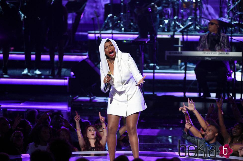 Jennifer Hudson durante su actuación en los BET Awards 2016