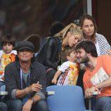 Sasha Piqué besa a su tío Marc en el partido Italia-España en la Eurocopa 2016