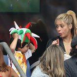 Shakira bromea con su hijo Milan Piqué en el partido Italia-España en la Eurocopa 2016